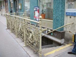 Escaleras en el puente