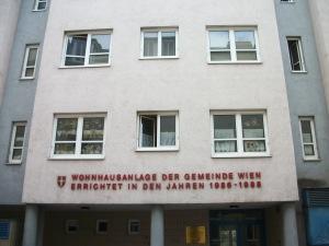 Típica Gemeindebau (vivenda pública) vienesa