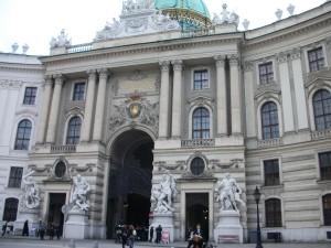 Puerta del Hofburg por la que el Emperador no entró nunca más