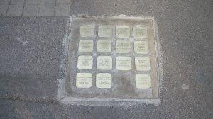 Placa con nombres de deportados y asesinados